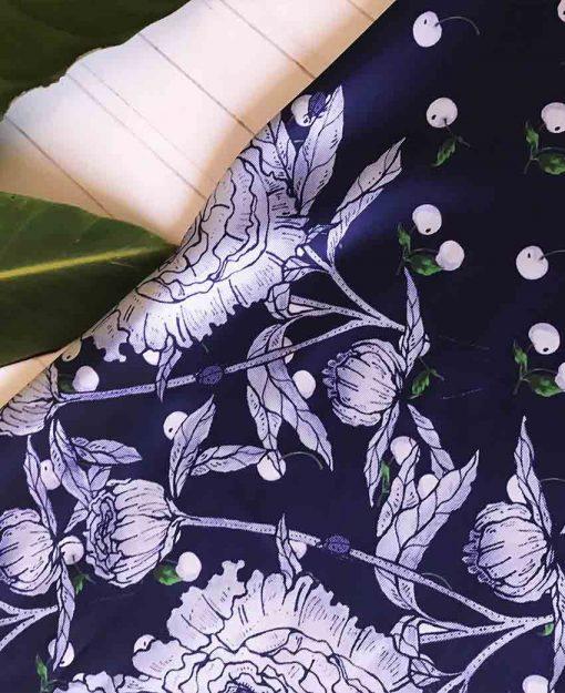 Pañuelo Serie Peonías color Azul con Flores Blancas | Sofia Lapenta
