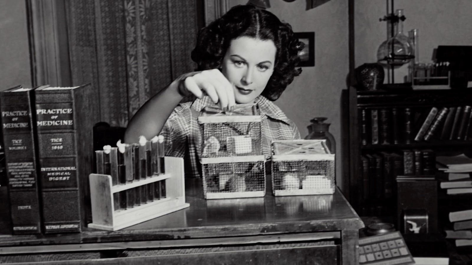Bombshell. The Hedy Lamarr Story 1